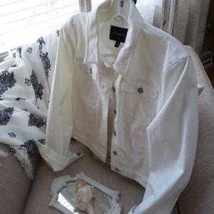 NWOT! Banana Republic STAY White DENIM Jacket SZ L